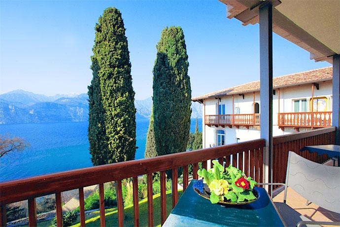 hotel bellevue san lorenzo blick auf den gardasee. Black Bedroom Furniture Sets. Home Design Ideas
