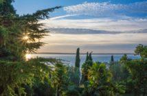 Blick auf den Gardasee im Herbst